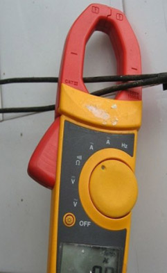 Clamp meter wrong connection