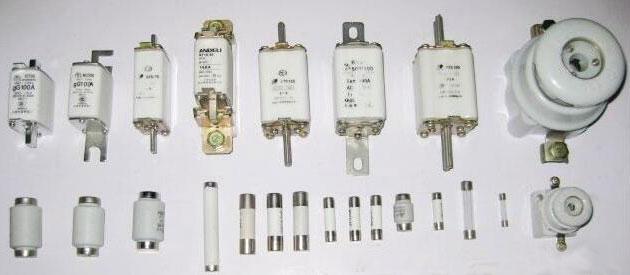 Circuit Breakers Vs  Fuses