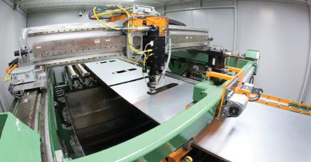 laser cutting machine for electric car body sheet